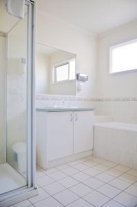 monash-bathroom