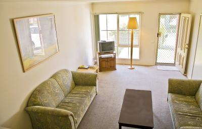 monash-lounge